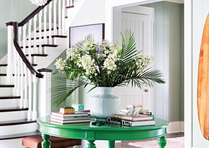 Katie-gave-her-black-entryway-table-second-life-painting