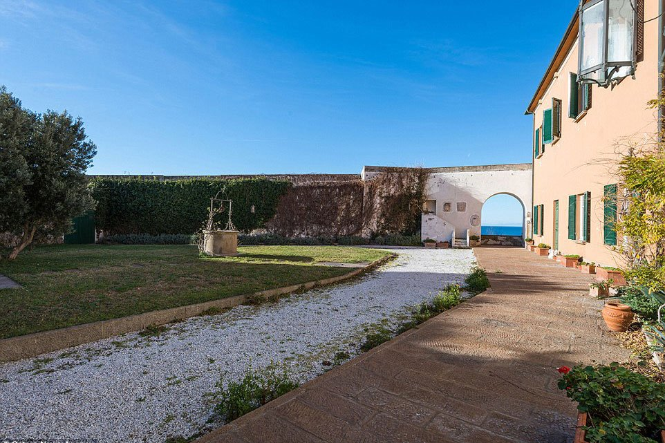 purchase-leonardo-da-vincis-tuscan-villa-for-14-6-million-usd-8