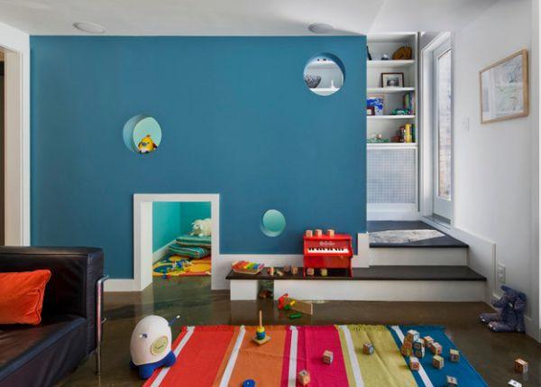 Ένα καλά κρυμμένο playroom κάτω από τις σκάλες