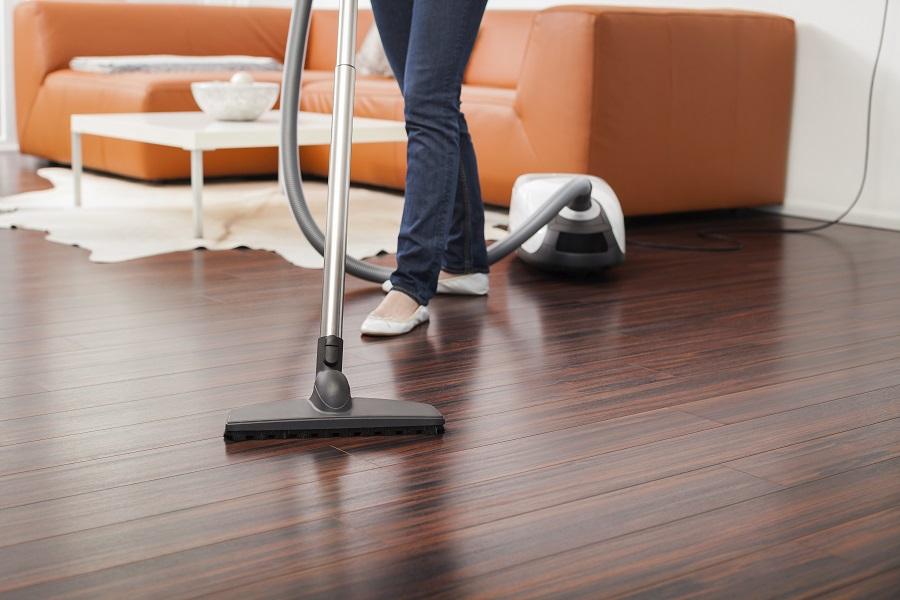 863ef6b9c946 Πως να καθαρίσετε το ξύλινο πάτωμα εύκολα