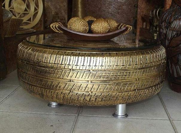 Ένα χρυσό τραπεζάκι για το σαλόνι