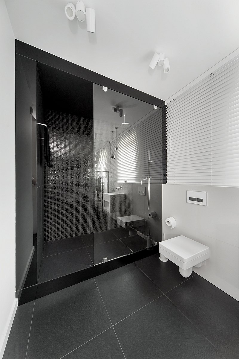 black-and-white-bathrooms_111015_05