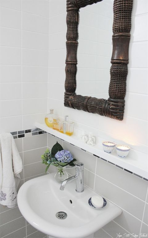 gallery-1447190614-ribba-bathroom-hacks-floating-shelf-1