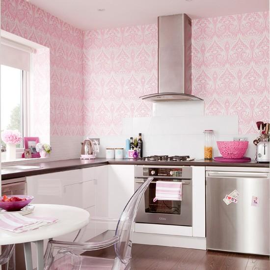 Το έντονο χρώμα κάνει τη κουζίνα να ξεχωρίζει