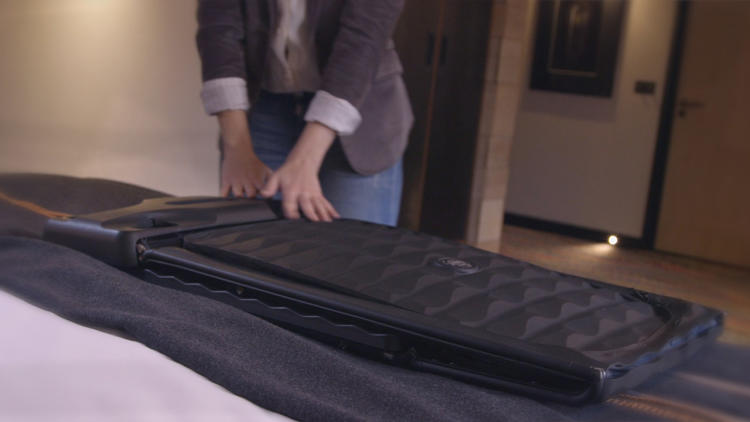 3055980-slide-s-2-this-smart-suitcase-flattens-for-storage-in-small-apartments