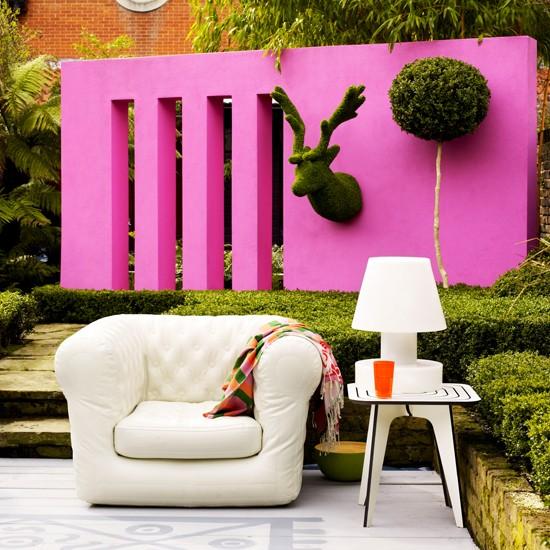 Θυμίζει σαλόνι τον κήπο σας