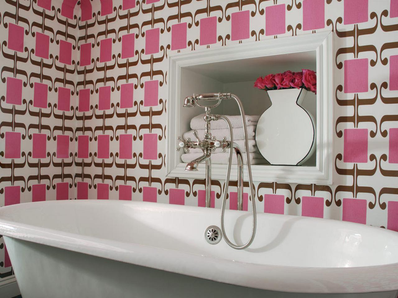 Original_Colorful-Bathrooms-Caldwell-Flake-Interior-Design-Pink-Wallpaper_s4x3.jpg.rend.hgtvcom.1280.960