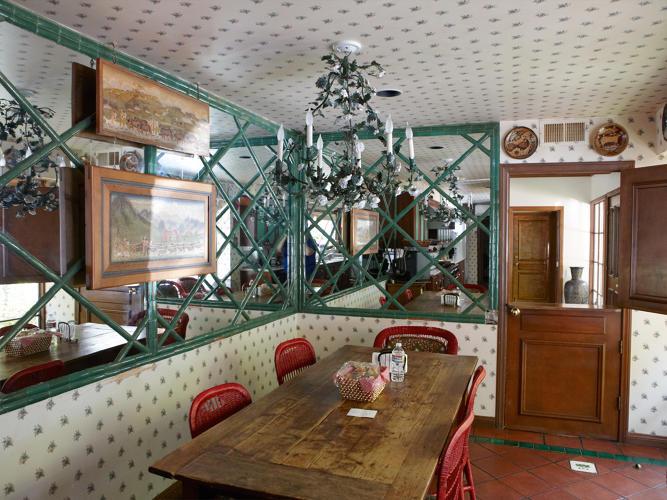 3056238-slide-s-3-rare-photographs-of-elizabeth-taylors-bel-air-mansion