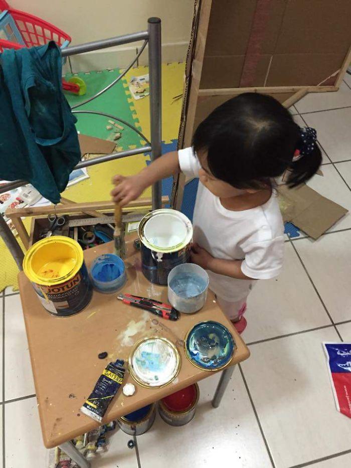 Ο καλύτερος παππούς! Έφτιαξε ένα υπέροχο χάρτινο σπιτάκι στην εγγονή για να παίζει!