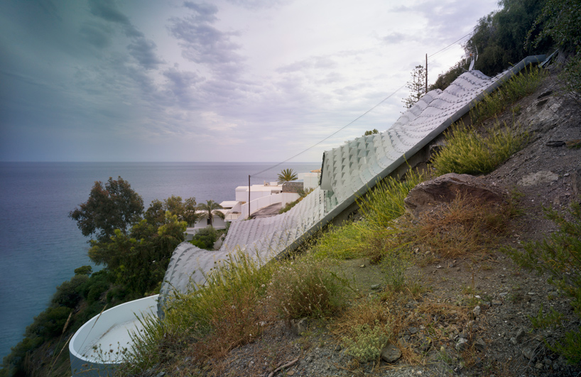 gilbartolome-architects-house-on-the-cliff-granada-designboom-03