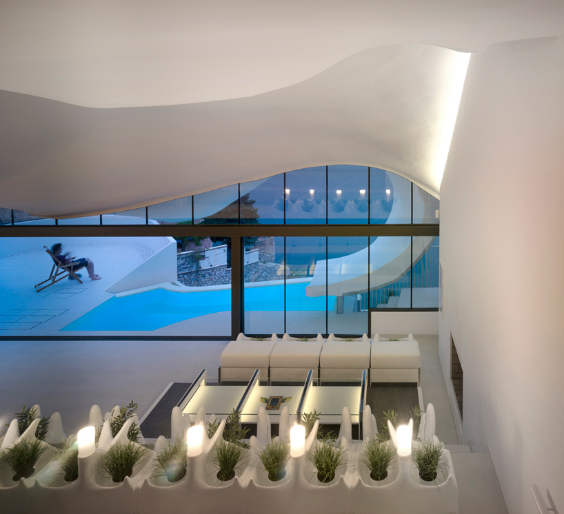 gilbartolome-architects-house-on-the-cliff-granada-designboom-09