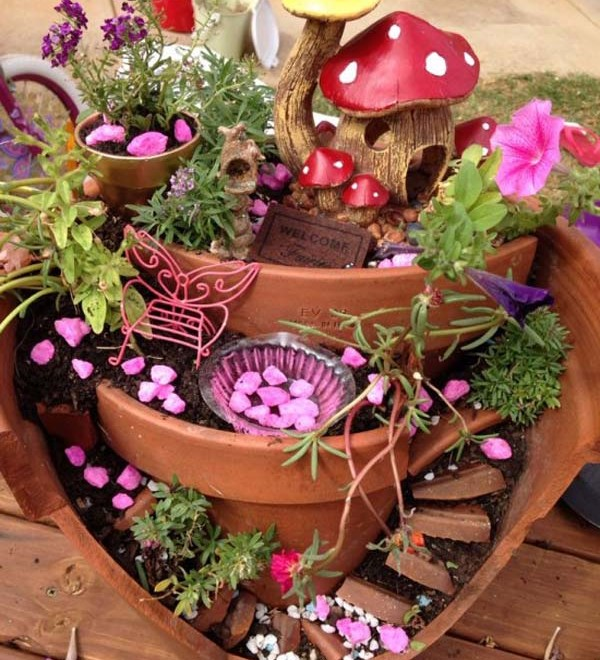 Broken-Pot-Fairy-Garden-6-600x660