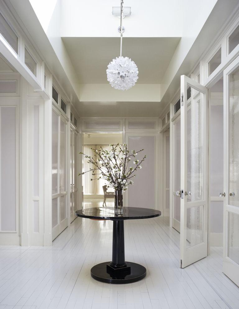 1466782487-syn-hbu-1466181424-gwyneth-paltrow-foyer