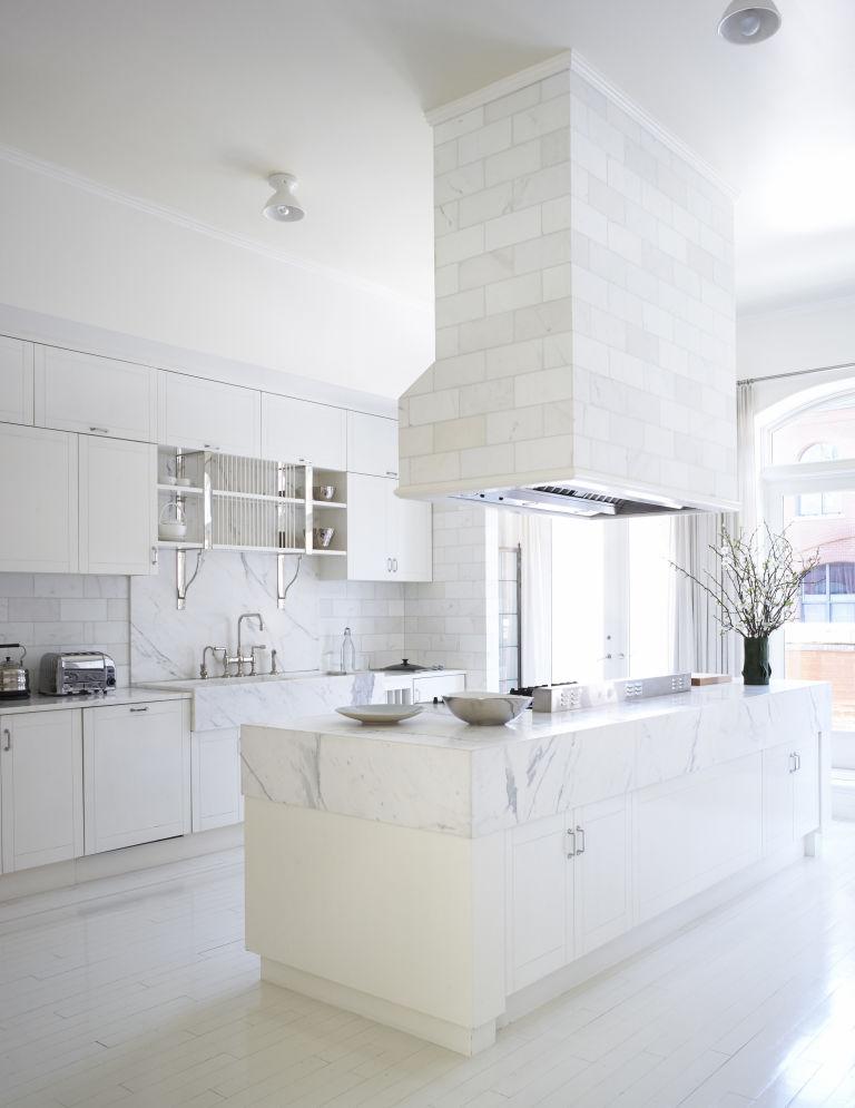 1466782532-syn-hbu-1466181962-gwyneth-paltrow-kitchen