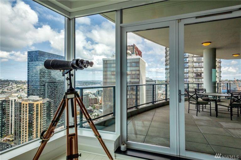 50-shades-apartment-balcony-2