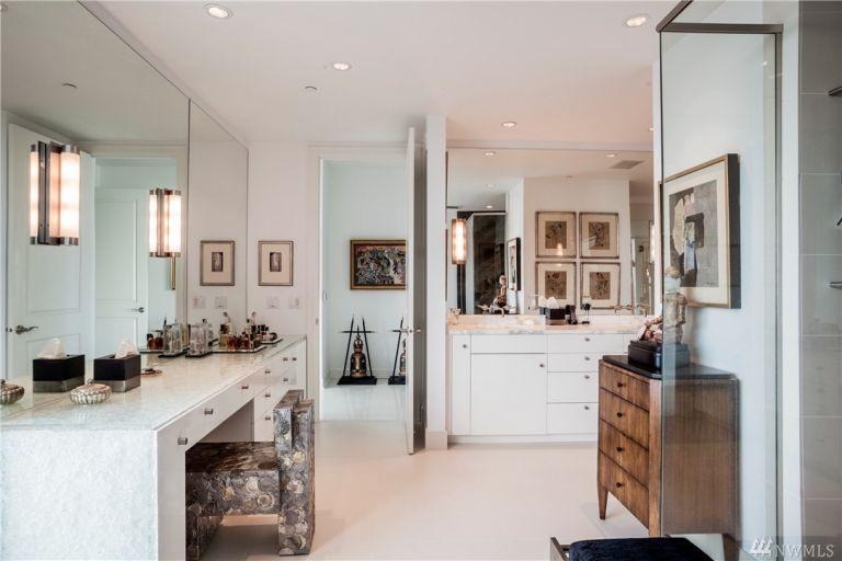50-shades-apartment-bathroom-3