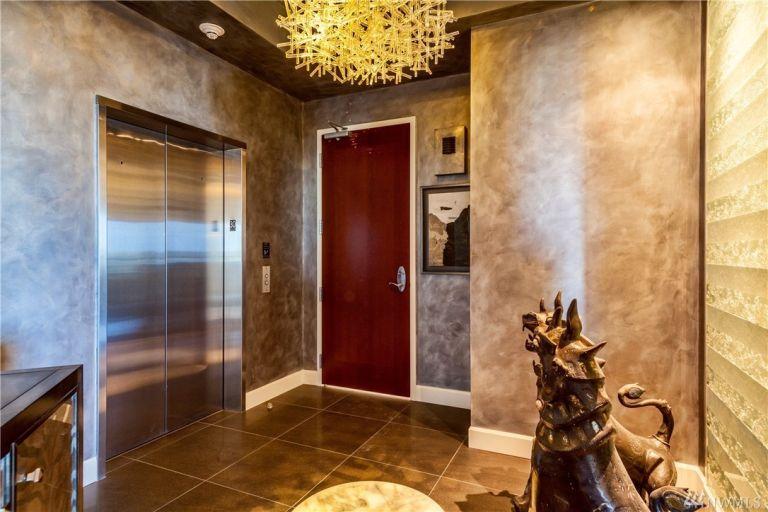 50-shades-apartment-entrance