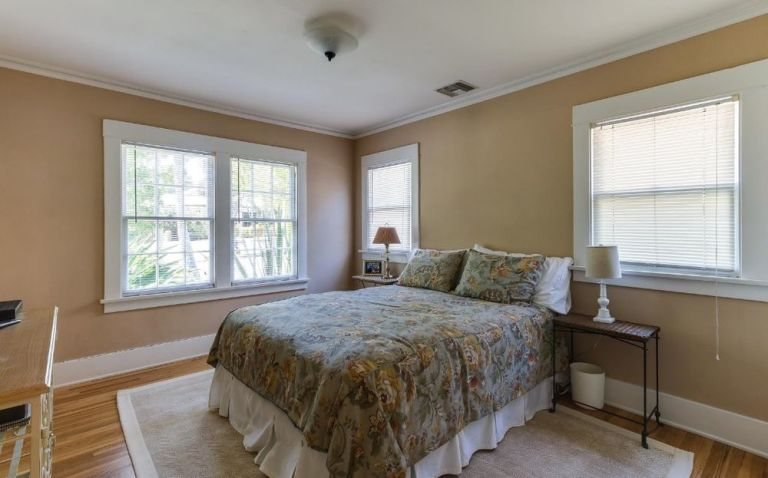 gallery-1472065171-lucille-ball-guest-bedroom