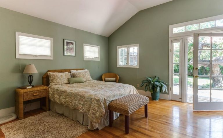 gallery-1472065370-lucille-ball-master-bedroom