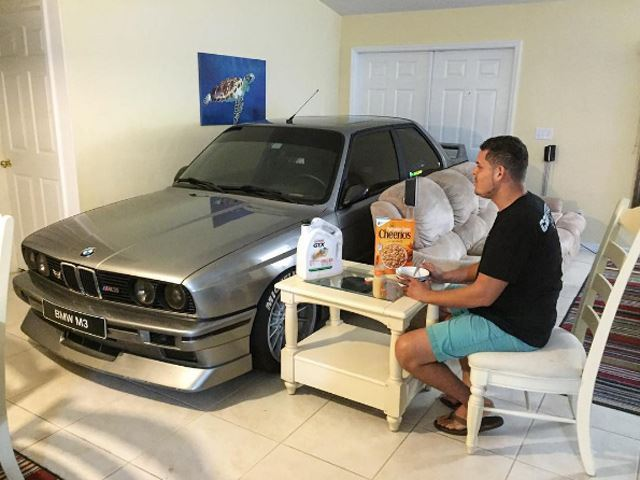 bmw-m3-e30-home-living-room-3