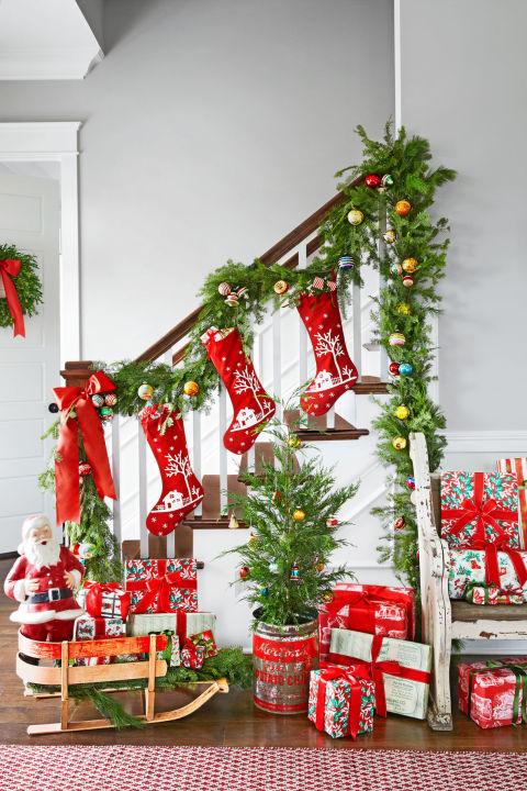 gallery-1478275490-spirit-christmas-past-stairway-1216-1