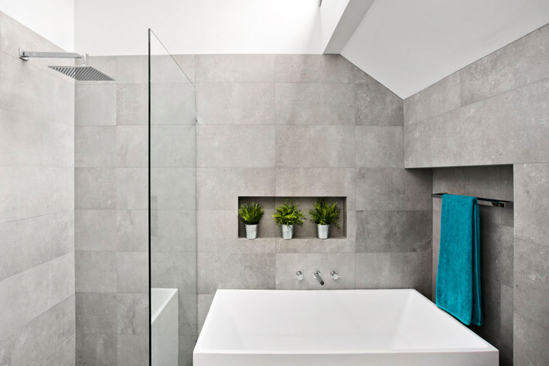 gray-and-white-bathroom-161116-1021-07