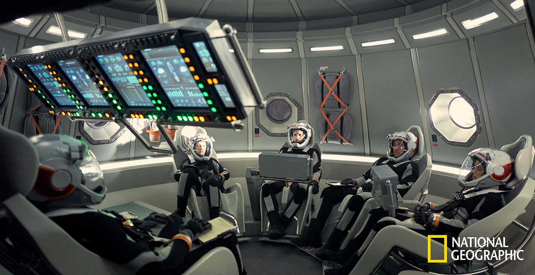 The six-person crew on the Daedalus.    The global event series MARS premieres on the National Geographic Channel in November 2016.  (photo credit: National Geographic Channels/Robert Viglasky)