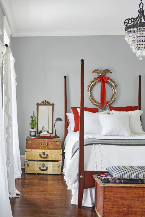 spirit-christmas-night-red-accents-room-1216