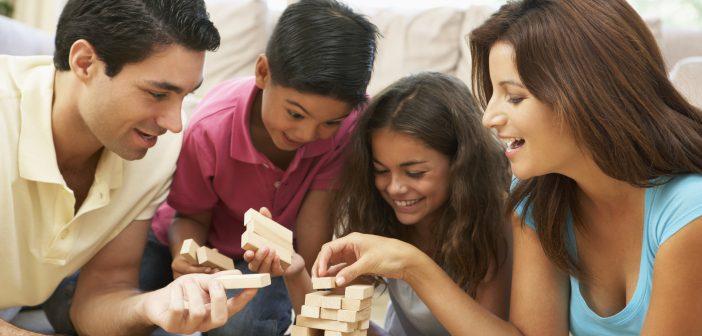 Μόλις 48 λεπτά ποιοτικό χρόνο την ημέρα περνούν οι γονείς με τα παιδιά τους, σύμφωνα με έρευνα της Vodafone!