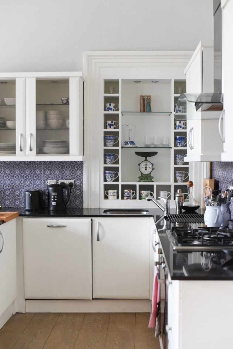 gallery-1489763279-gallery-1489683360-budget-kitchen-makeover-annie-sloan-white-chalk-paint-beijaflor-spanish-tile-stickers-2b