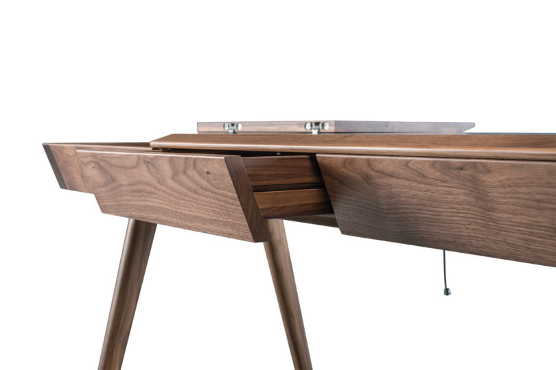 Goncalo-Campos-Metis-desk-Wewood-6-810x540