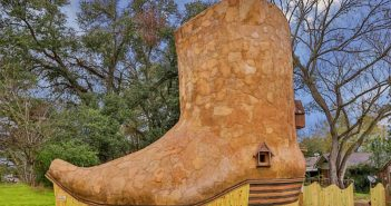 cowboy-boot-house-889x593