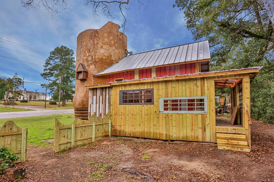 cowboy-boot-house11-889x592