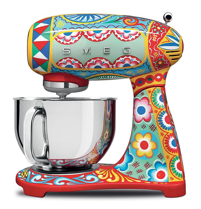 dolce-gabbana-smeg-kitchen-appliance-line-11-58f5c4ee24b43__700