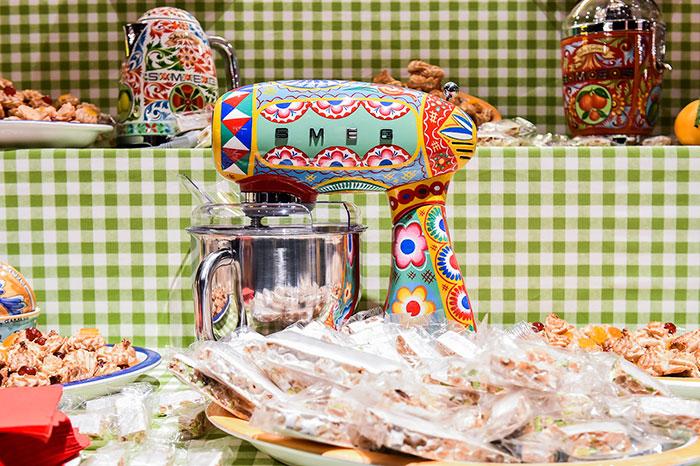 dolce-gabbana-smeg-kitchen-appliance-line-6-58f5c53b1da19__700