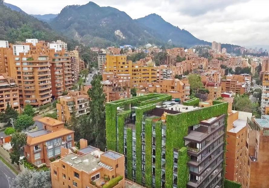 Santalaia-Vertical-Garden-2-889x622