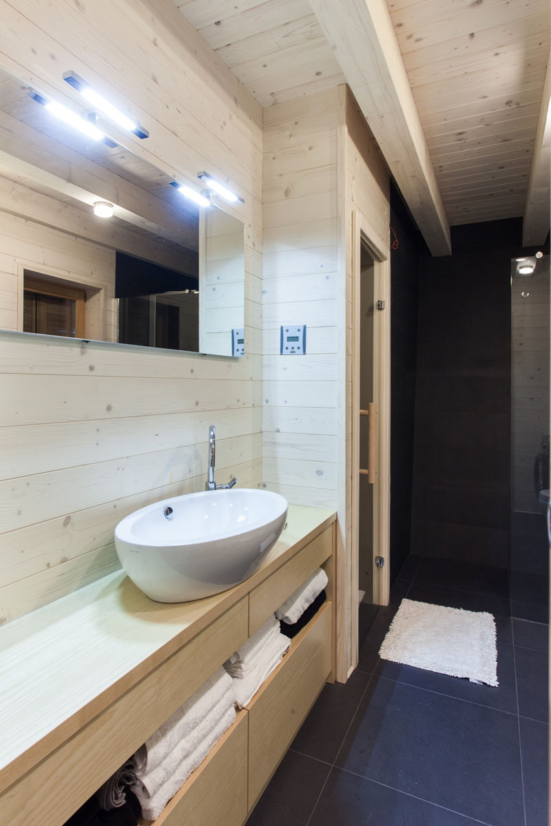 light-wood-black-and-white-modern-bathroom-260417-110-09