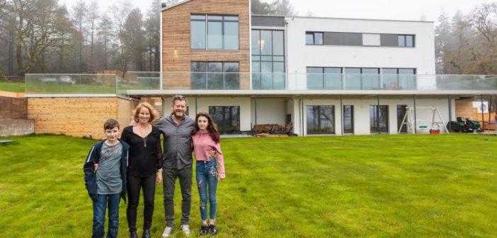 Μία οικογένεια αγόρασε ένα σπίτι σε flat-pack και το έστησε σε 4 μέρες!