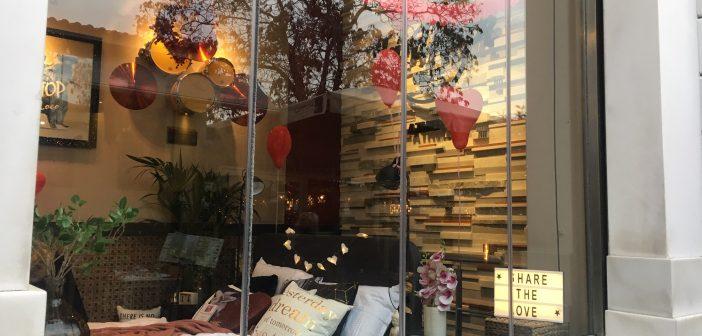 To Hard Rock Café Athens και η JYSK σας περιμένουν για μια rocking selfie!