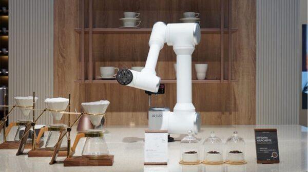 Τα υπερσύγχρονα LG Robots έρχονται για να αναβαθμίσουν την καθημερινότητα των επαγγελματιών και των πελατών τους